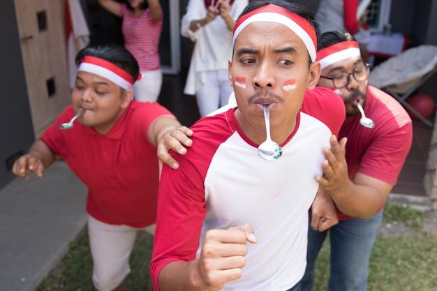 Indonesische lepel knikkers race