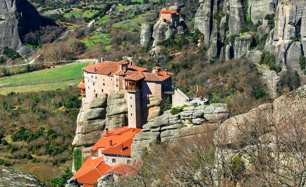 Indrukwekkend klooster roussanou. meteora, centraal griekenland