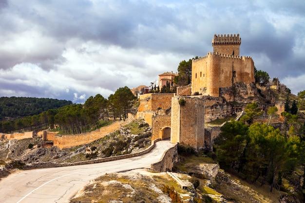 Indrukwekkend middeleeuws kasteel alarcon