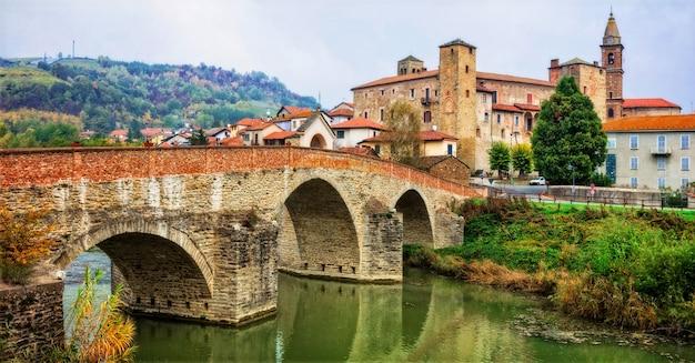 Indrukwekkend middeleeuws klooster en kasteel van bormida in regione asti in piemonte, italië