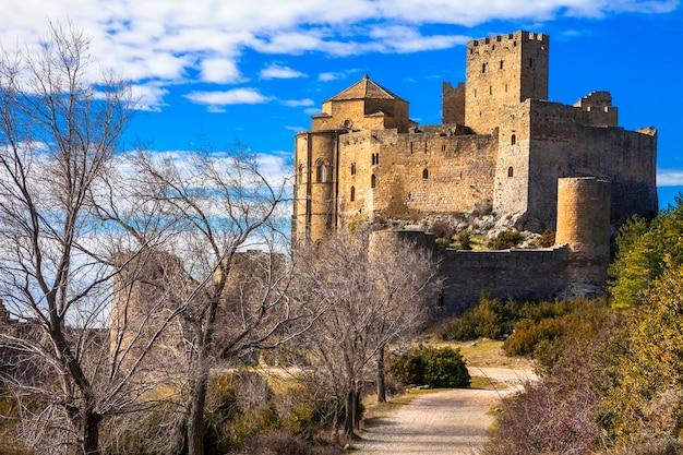 Indrukwekkende middeleeuwse kastelen van europa
