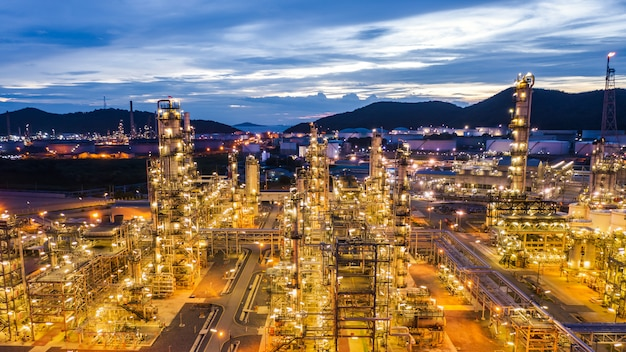 Industrieel gebied olie en gas lpg-raffinaderij plant en slaat pijpleiding op in thailand