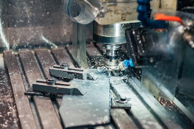 Industrieel metaalbewerkend cnc waterstraalsnijdend metaal.