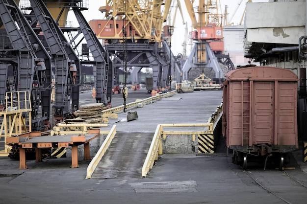 Industriële haven in de stad odessa