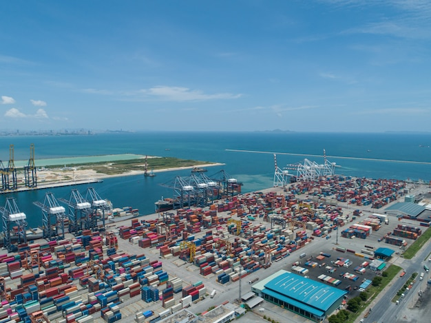 Industriële haven met containers