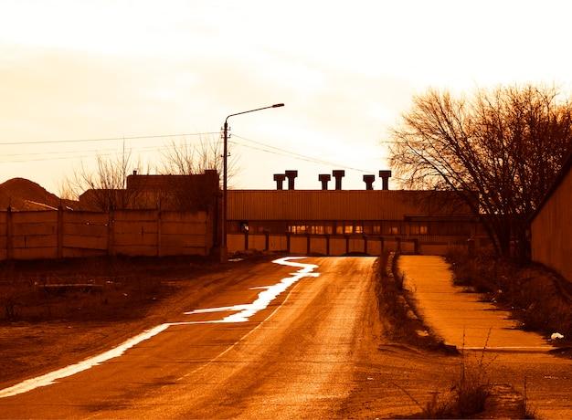 Industriële vervuilingen bij zonsondergang achtergrond hd