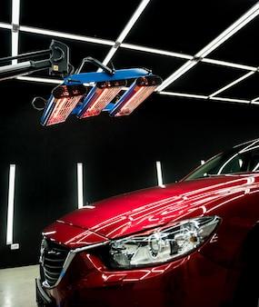 Infraroodlampen die een auto drogen