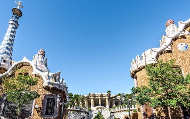 Ingang aan het guell-park door architect gaudi barcelona spain