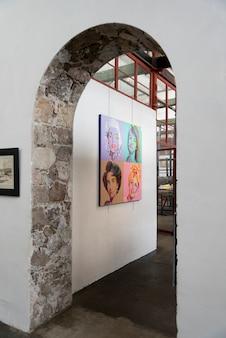 Ingang van een kunstcentrum, fabrica la aurora, san miguel de allende, mexico