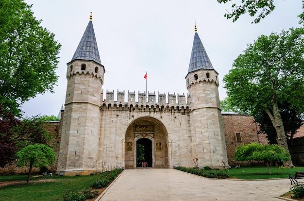 Ingang van het topkapi-paleis, istanbul