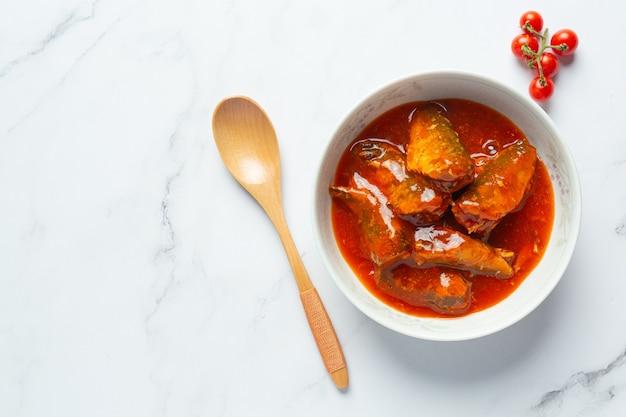 Ingeblikte vis in tomatensoep