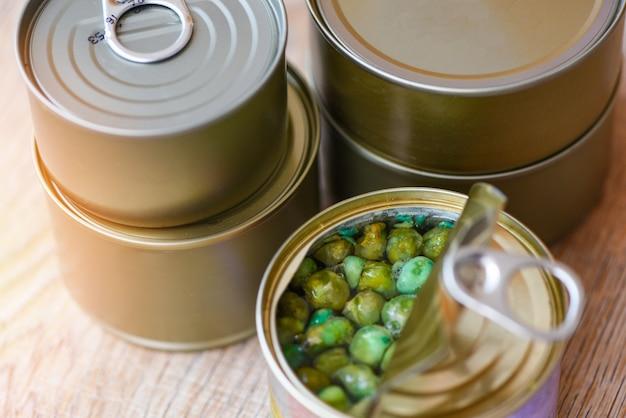 Ingeblikte voedselproducten niet-bederfelijke voedselopslagproducten in keuken