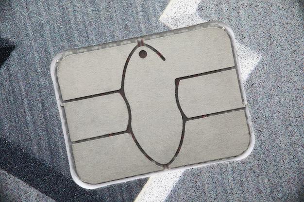 Ingebouwde microprocessor van bankkaartelement bevat informatie over de kaart en de houder ervan