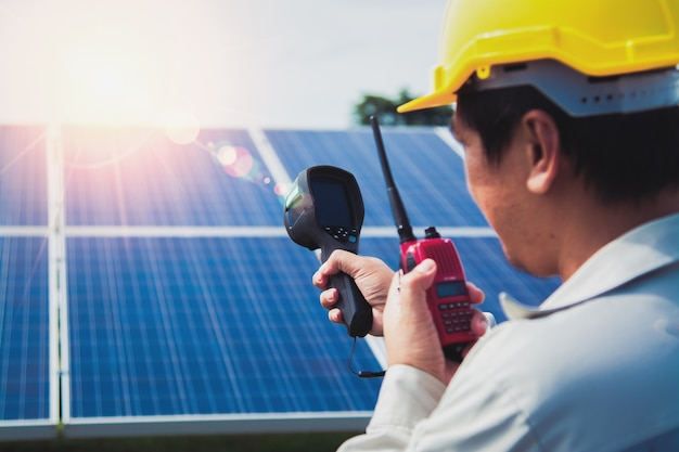Ingenieurs monitoren zonne-energie