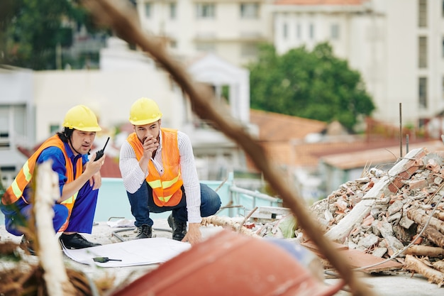 Ingenieurs op de bouwplaats