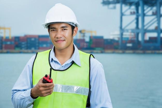 Ingenieurs voor de mannen van de scheepvaarthaven
