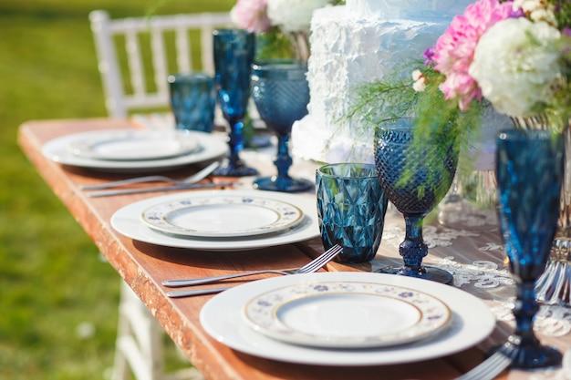 Ingericht voor elegante bruiloftstafel