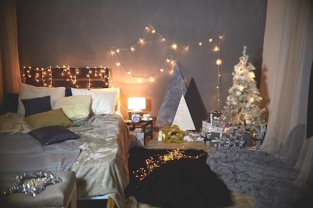 Ingerichte slaapkamer voor kerstmis