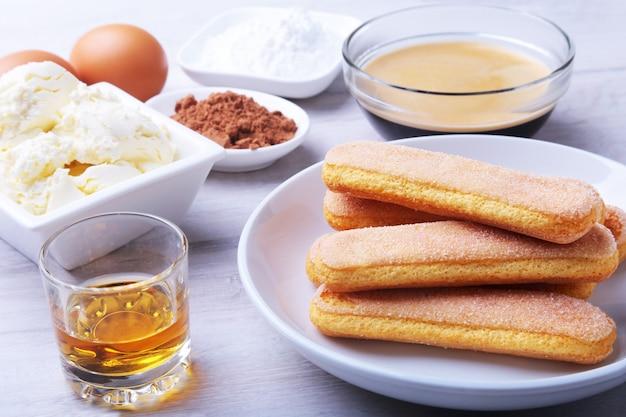 Ingrediënt voor zelfgemaakte tiramisu cake in close-up.