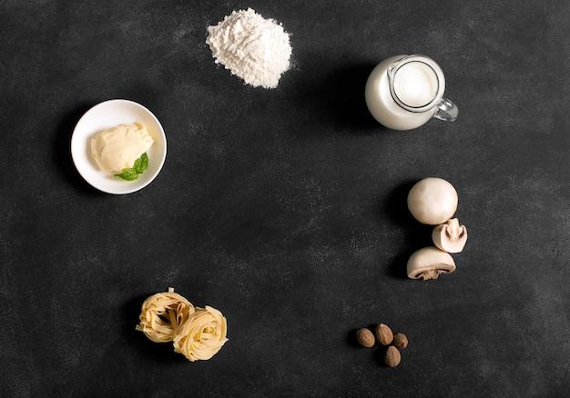 Ingrediënten bechamelsaus met pasta