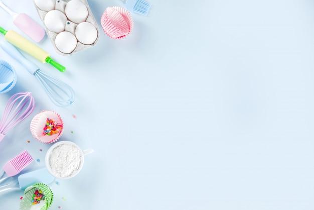 Ingrediënten en gebruiksvoorwerpen voor het bakken