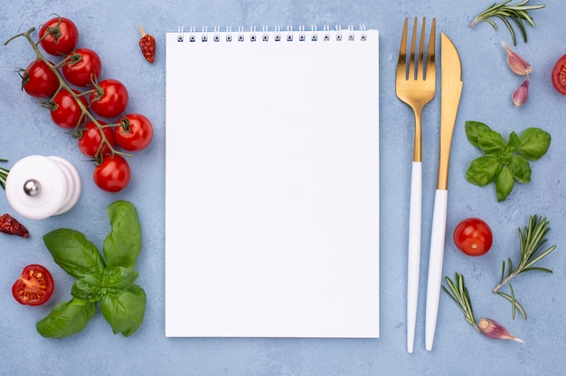 Ingrediënten met notebook