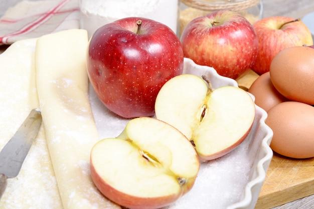 Ingrediënten om een appeltaart te bereiden
