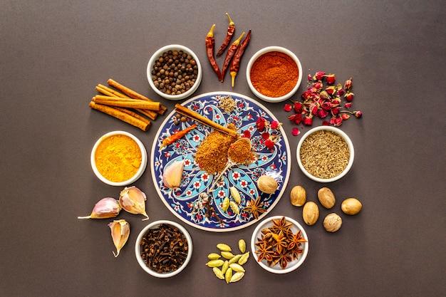 Ingrediënten voor bereiding oosterse kruiden ras el hanout