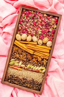 Ingrediënten voor bereiding oosterse pittige ras el hanout