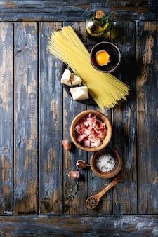 Ingrediënten voor carbonara pasta