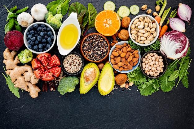 Ingrediënten voor de selectie van gezonde voeding. het concept van gezond eten opgezet