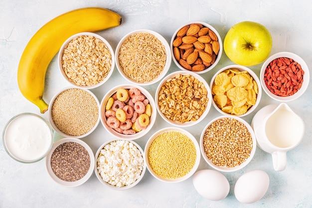 Ingrediënten voor een gezond ontbijt, bovenaanzicht