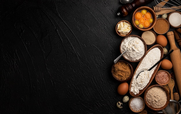 Ingrediënten voor het bakken van deeg op zwarte achtergrond, bovenaanzicht