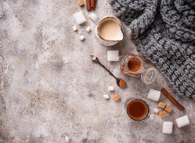 Ingrediënten voor het bereiden van warme chocolademelk of cacao