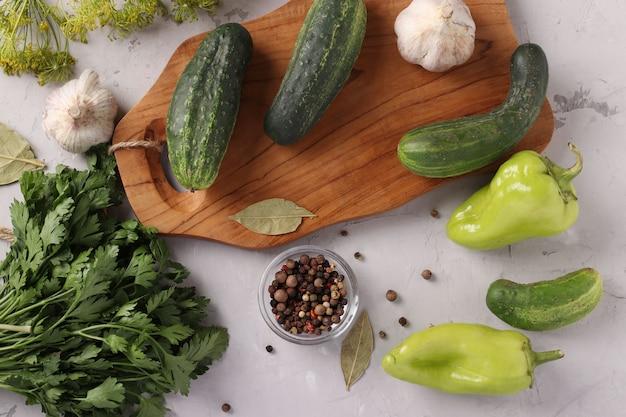 Ingrediënten voor het inleggen van groenten