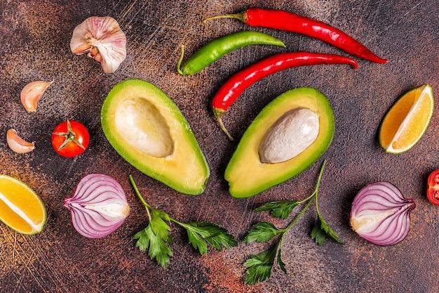 Ingrediënten voor het koken met avocado