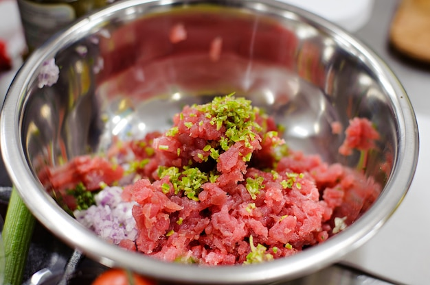. ingrediënten voor het koken van knapperige gebakken vis tilapia.