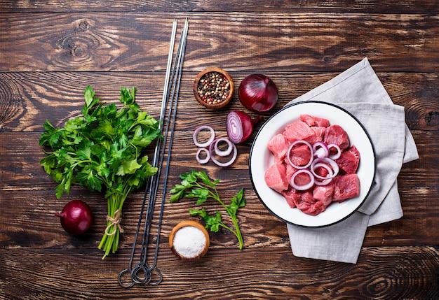 Ingrediënten voor het koken van shish kebab of shashlik