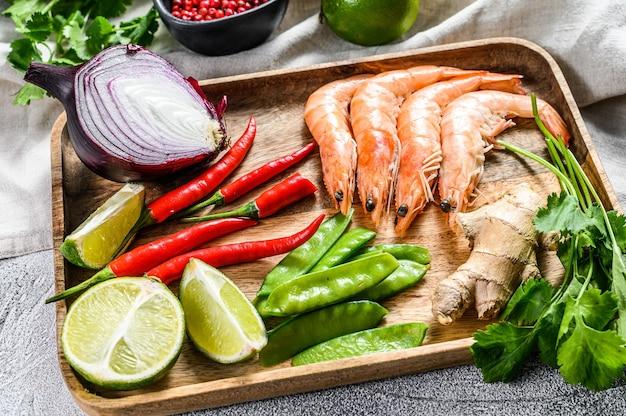 Ingrediënten voor het koken van tom kha gai