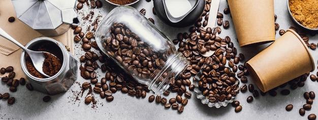 Ingrediënten voor het maken van koffie liggen plat