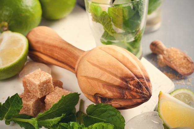 Ingrediënten voor het maken van mojito's.