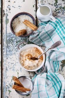 Ingrediënten voor het maken van rijstpudding