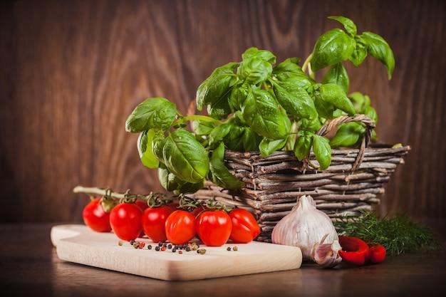 Ingrediënten voor het maken van spaghettisaus