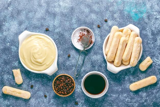 Ingrediënten voor het maken van tiramisu