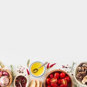 Ingrediënten voor het maken van toostsandwich op witte achtergrond