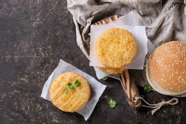 Ingrediënten voor het maken van veganistische hamburgers