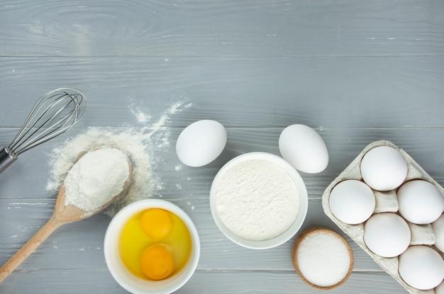 Ingrediënten voor het maken van zelfgemaakt gebak