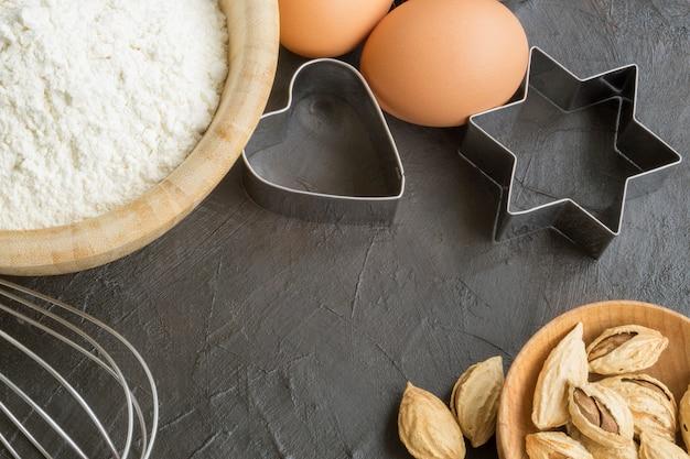 Ingrediënten voor het maken van zelfgemaakte kerstkoekjes