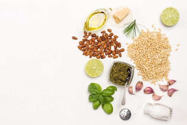 Ingrediënten voor huisgemaakte pesto