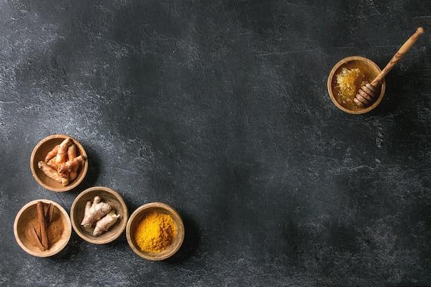 Ingrediënten voor kurkuma latte